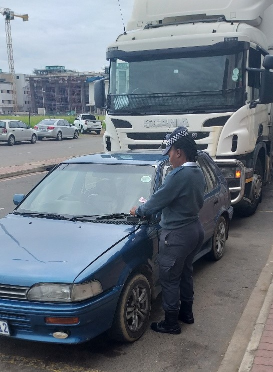 Metro Police Fine Illegally Parked Vehicle Owners